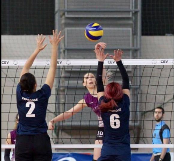 Финалът при жените на Volley Mania е между Колибри и Миньоните