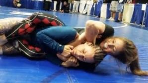 Жена беше приспана в ММА, но си помисли, че е победила (видео)