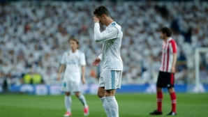 """Реал Мадрид изпусна нови точки на """"Бернабеу"""" и вече сдаде титлата (видео+галерия)"""