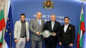 Министър Кралев се срещна с член на УС на Световния боксов съвет