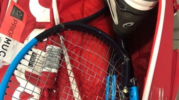 Самолетна компания изпочупи ракетите на тенис звезда
