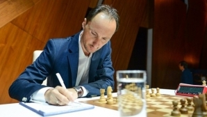 Топалов остана на върха в класирането в Азербайджан след реми в шестия кръг