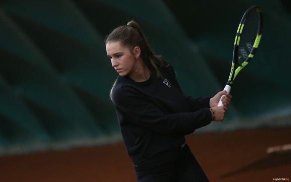18-годишната Топалова с нова победа при жените