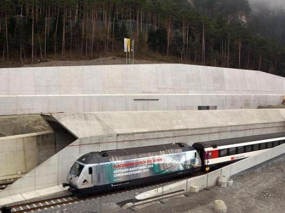 ЖП служители бягат от влак заради разбеснели се фенове на Грасхопърс