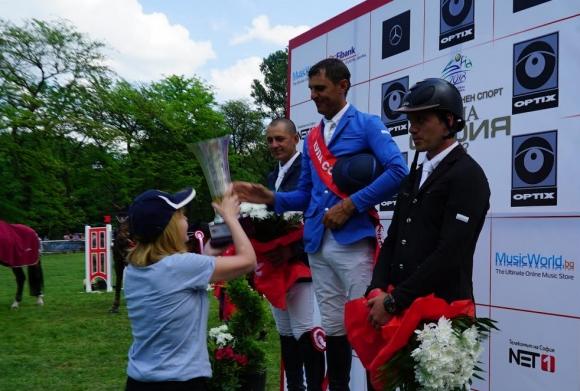 Кметът Фандъкова връчи трофея на победитела в първия градски турнир по конен спорт
