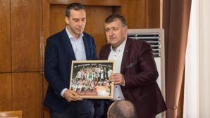Нефтохимик показа шампионската купа на кмета (снимки + видео)