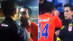 Арда Туран се разбесня и блъсна съдия (видео)
