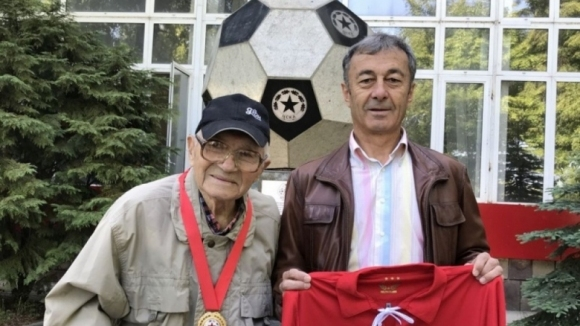 ЦСКА-София награди ветеран на ЦСКА