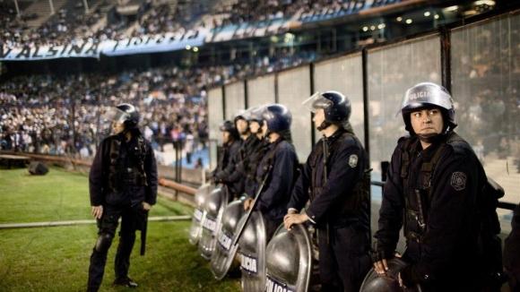 Спират 3000 аржентински хулигани за Световното