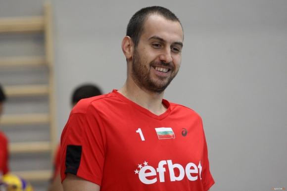 Георги Братоев остава в Нефтохимик