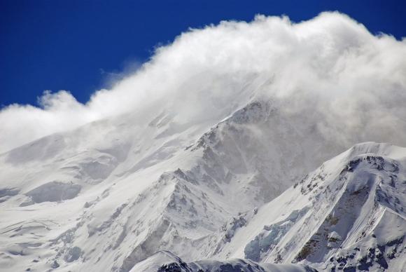 Сателитната снимка на Шиша Пангма изцяло в облаци