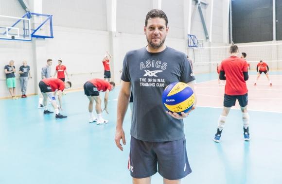 Волейболните национали в подкрепа на Holiday Heroes
