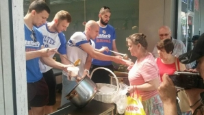 Баскетболистите на Академик Бултекс 99 раздадоха топъл обяд