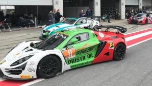 Иван Влъчков не завърши в първото състезание в GT4 след състезателен инцидент