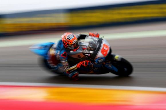MotoGP пилот бе приет в болница след катастрофа, моторът му – в пламъци (видео)