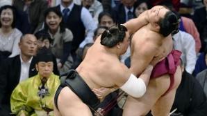 Аоияма вече е с положителен баланс на Майския турнир в Токио