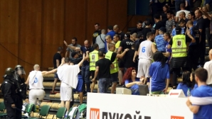 Прекратиха финал №2 между Левски Лукойл и Балкан (галерия)