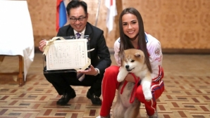 Олимпийска шампионка с екстравагантен подарък от японския премиер