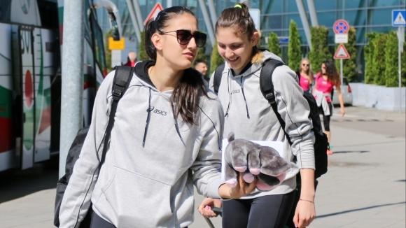 Волейболистките потеглиха към Баку в отлично настроение (видео+галерия)