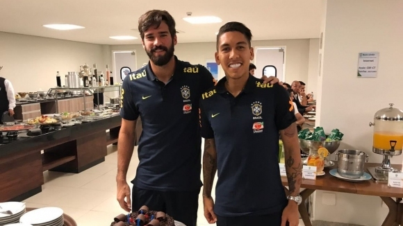 Фирмино се присъедини два дни по-рано към лагера на Бразилия в Лондон