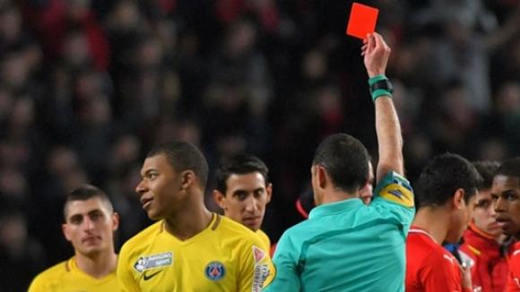 Съдиите на Мондиал 2018 ще могат да показват червени картони при извънигрови инциденти, забелязани от ВАР