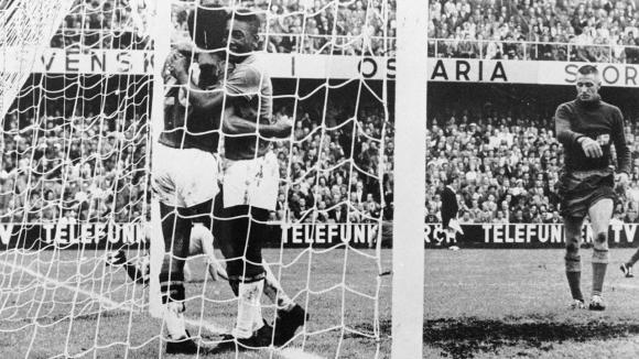Бразилия покори света с 4-2-4 и великолепието на Пеле и Гаринча