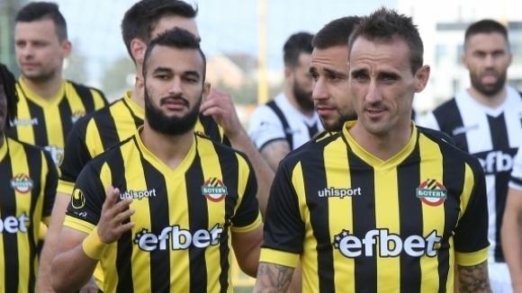 """Най-опитният играч на Ботев подписа за още една година с """"канарчетата"""""""