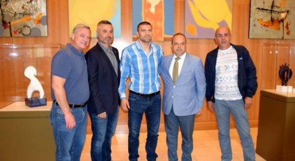 Тервел Пулев посети българска изложба в Чикаго
