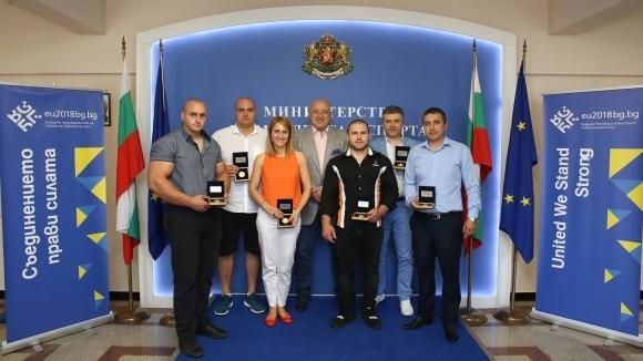 Министър Кралев награди европейските шампиони по канадска борба от София 2018