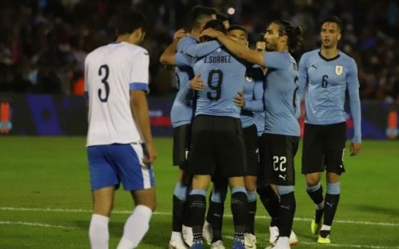 "Уругвай зарадва ""Сентенарио"" с класика (видео)"