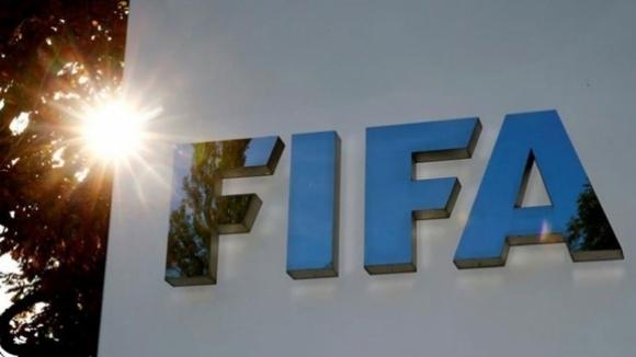 Член на Съвета на ФИФА беше отстранен от футбола