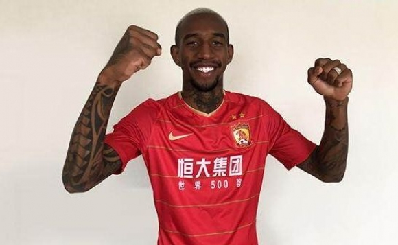 Трансферна цел на Ливърпул и Юнайтед избра Китай