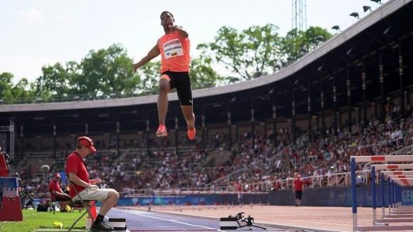 Ечевария прелетя 8.83 метра в скока на дължина