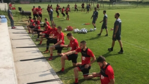 Ел Маестро взе 25 играчи на лагер, чакат Каранга в близките дни