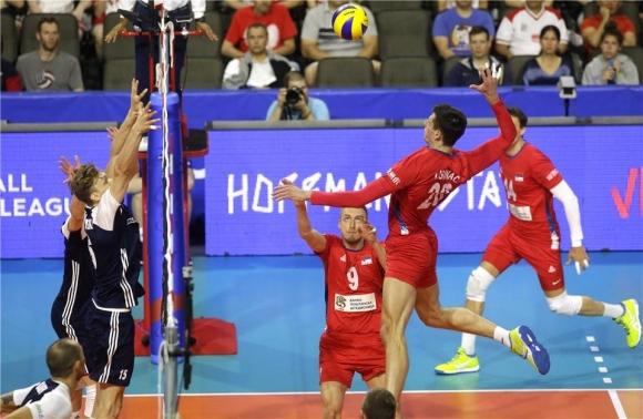 Сърбия нанесе трета поредна загуба на световните шампиони от Полша (видео + снимки)