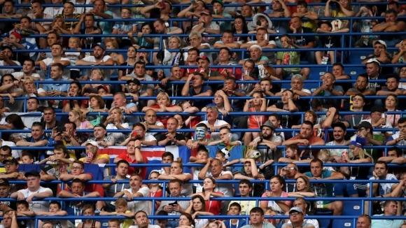 Американски футболен фен гледа на живо десето световно първенство