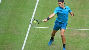 Серията продължава: Федерер е на полуфинал в Хале (видео)