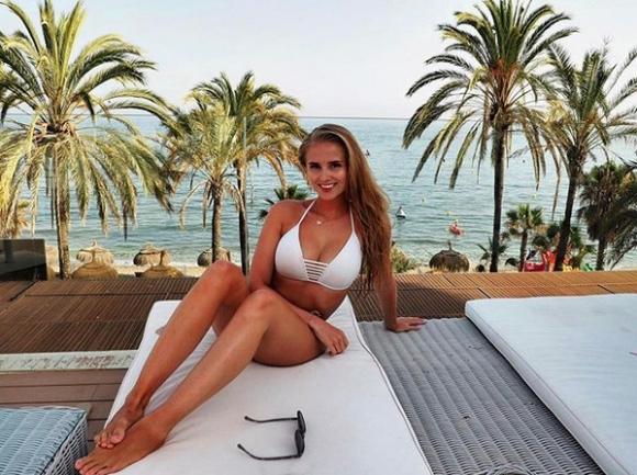 Запознайте се със Софи Кристин - красивата приятелка на Бернд Лено (галерия)