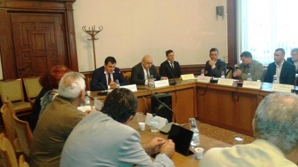 Министър Кралев и представители на футболните клубове обсъдиха Закона за спортното хулиганство