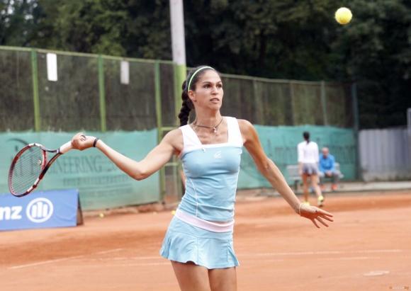 Шиникова достигна до четвъртфиналите в Швеция