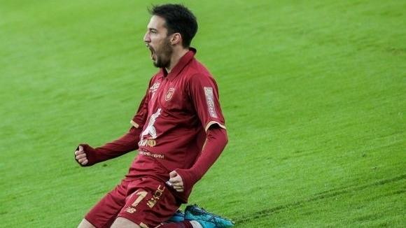Най-сериозният кандидат за Попето със забрана да картотекира нови играчи