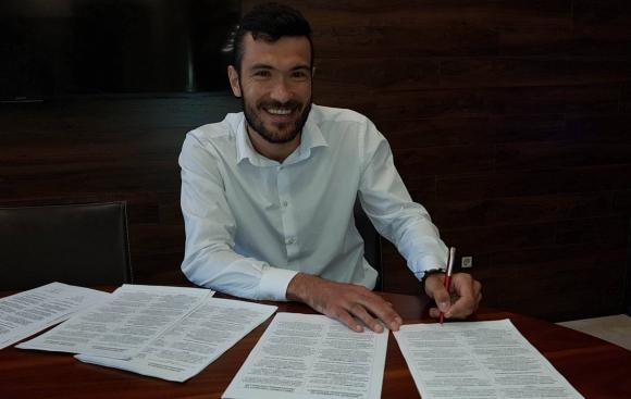 Септември подписа с румънския централен защитник Александру Бенга