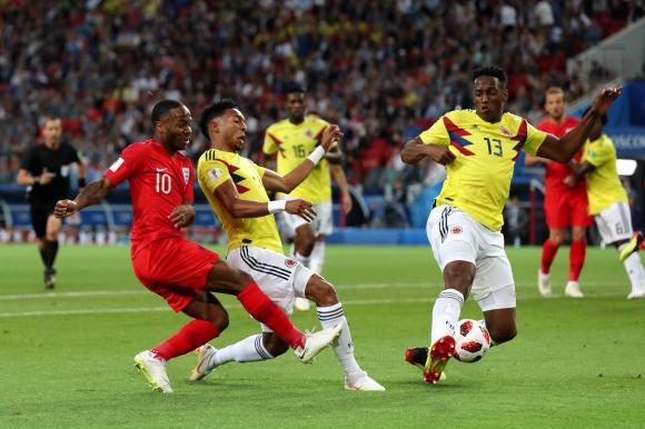 Близо 300 000 искат преиграване на мача Колумбия - Англия