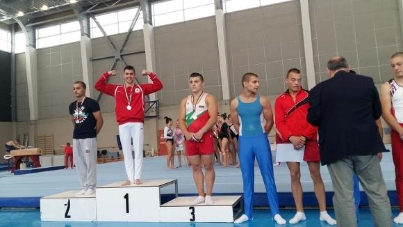 Светослав Ангелов с три златни медала на финалите при мъжете на държавното по спортна гимнастика