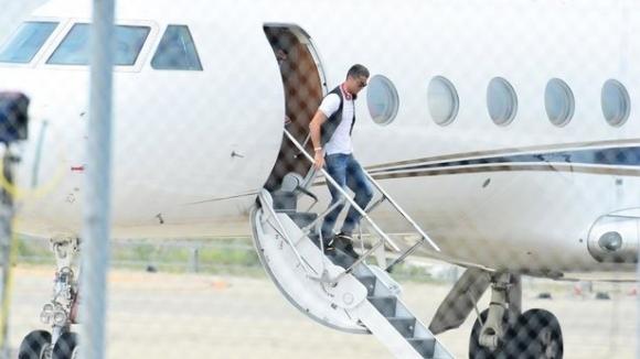 Тълпа от журналисти очакваше Роналдо, но от самолета слезе...