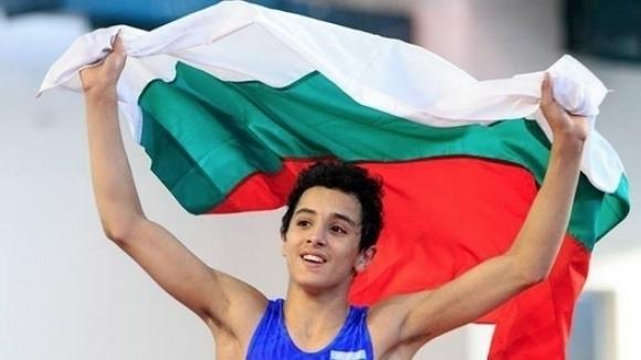 Двама българи ще се борят за бронза на Световното първенство по борба за кадети в Загреб