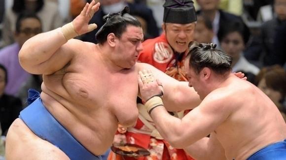 Аоияма стартира със загуба на турнира по сумо в Нагоя