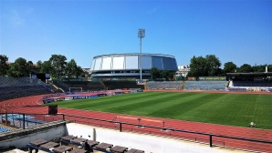 Гъби никнат на стадиона в Русе