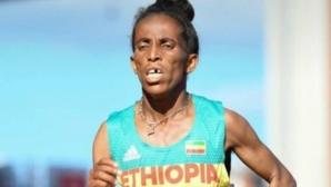 """""""Тийнейджърка"""" от Етиопия шокира с вида си"""