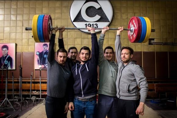 """Българският спортен сериал """"При щангистите"""" - приятелство, смях и упоритост"""
